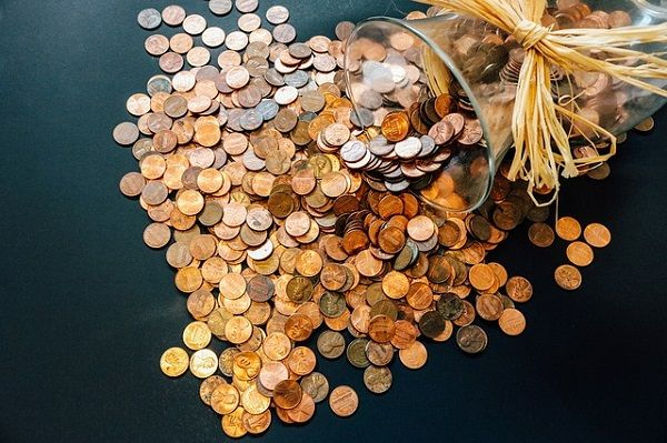 As the title of this article indicates, this article is about attracting money- by using a jar, coins, herbs, crystals and affirmations. Invoke Archangels and infuse the jar with Reiki and wait for the abundance shower. Imagine how powerful it would be if you combine all these magical things. Method 1. Start with a jar.