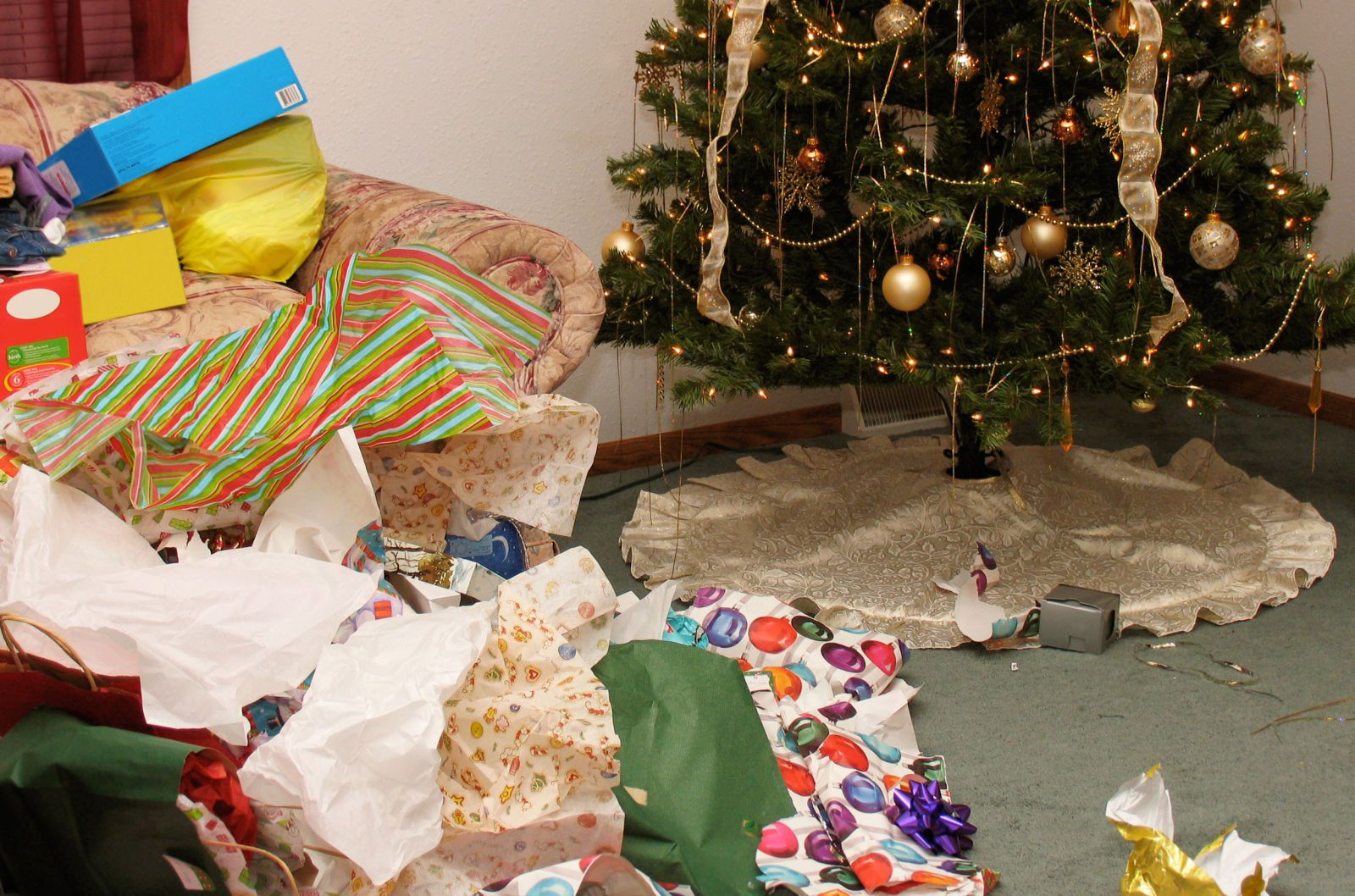 12 Things You Shouldnt Throw Away After Christmas