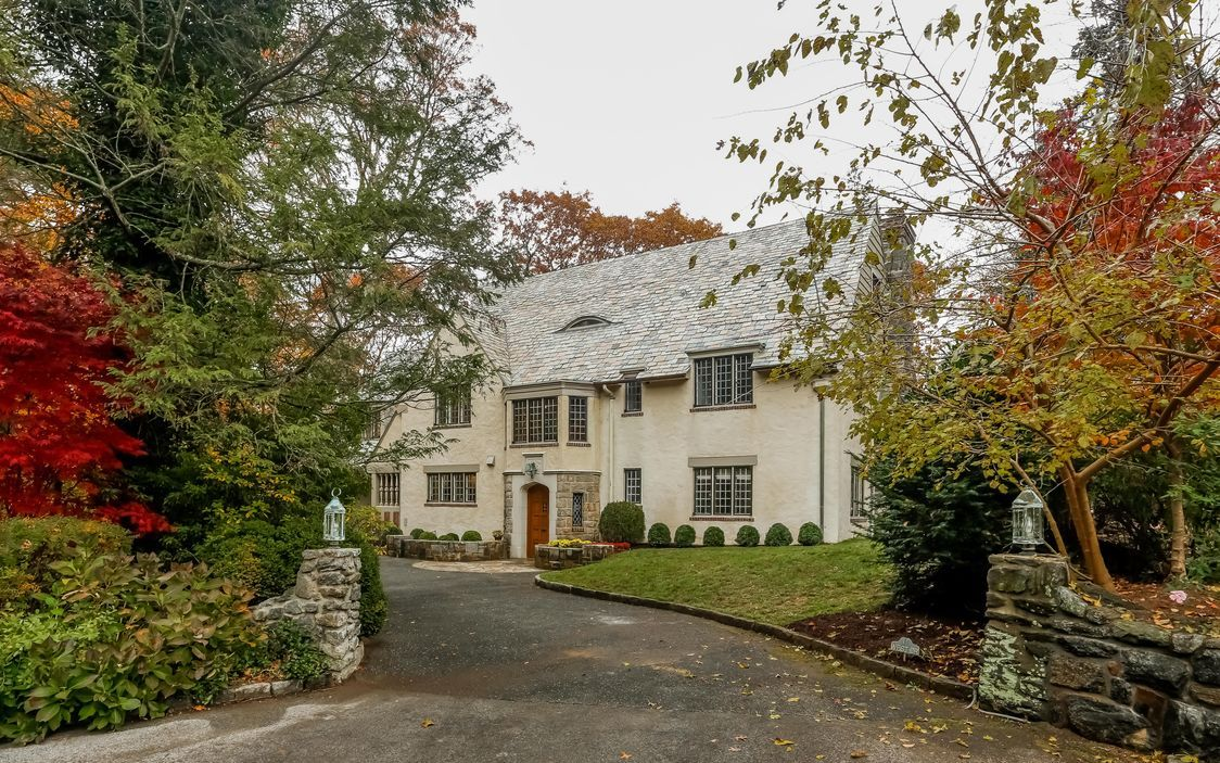 This sophisticated and masterfully restored 1928 European Manor was built by renowned architect C.W. Moody, and recently renovated to feature an abundance of modern amenities. Privately set upon a cul-de-sac within the Rouken Glen neighborhood of Larchmont, this exceptional property overlooks the natural beauty of the Leatherstocking Trail.  11 West Drive Larchmont, NY 10538  http://www.houlihanlawrence.com/property/35200120/