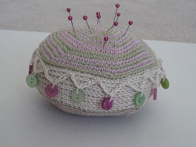 Crochet Linen Pin Cushion | Alfileteros y Ganchillo