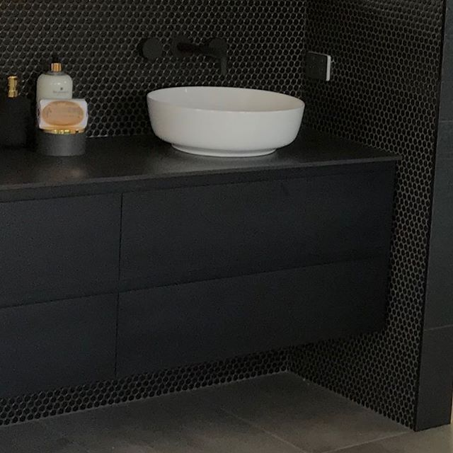 A Matte Black Kitchen Makes A Bold Statement In This: Make A Statement With Bold Black Tiles! 👌🏻 Let Us Help You