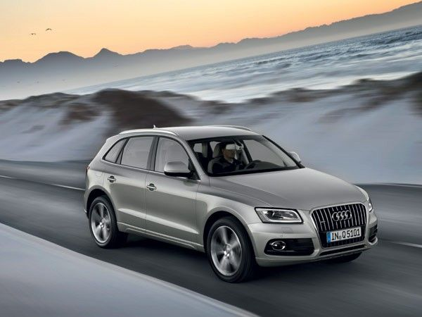 Audi Q5 3 0 Tdi Quattro It Is A Compact Version Of An Suv And Though Might Be A Scaled Down Version Of The Q7 But Features All It Audi Cars Audi
