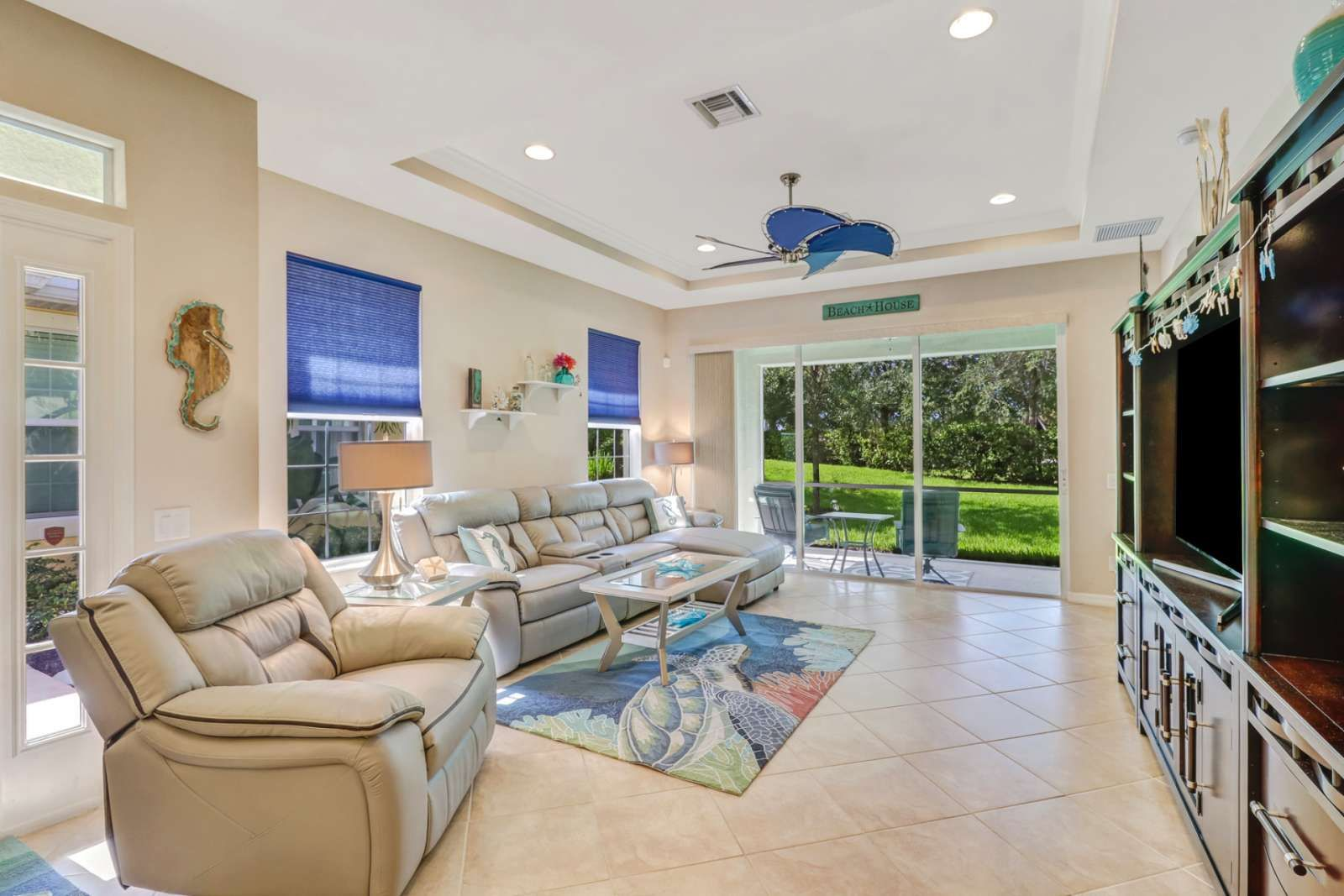 Fort Myers Vacation Rental Close To Beach Lovely Villa Gated Community Full Amenities Dining Shopping Villa Rental Vacation Home Rentals Vacation Rental