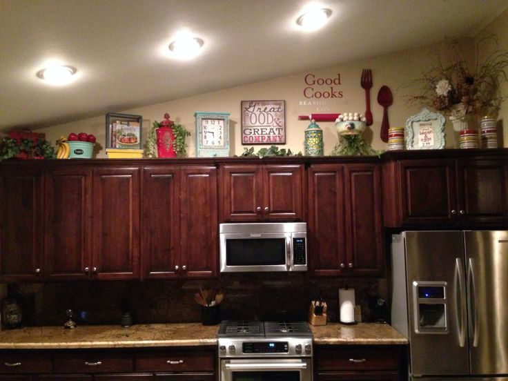 How to decorate on top of cabinets with vaulted ceiling for Kitchen cabinets lowes with decorative metal disc wall art