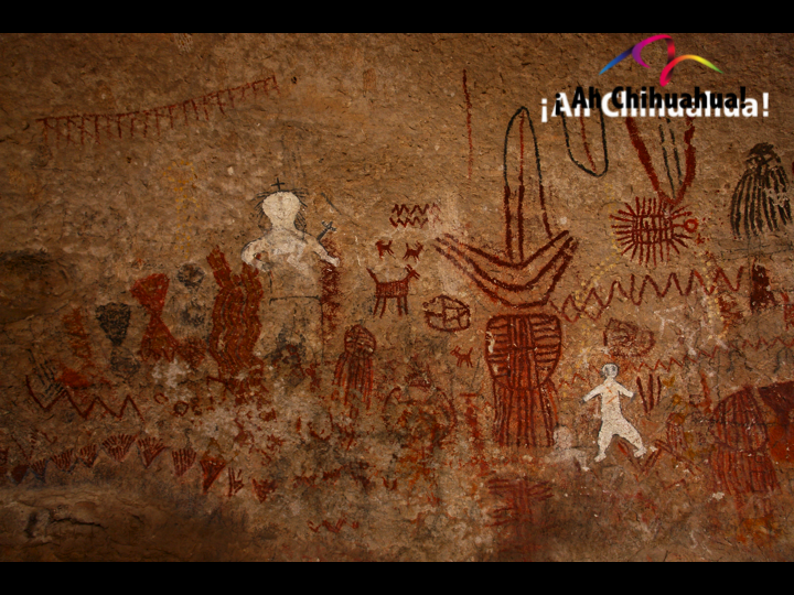 TURISMO EN CHIHUAHUA te platica que la Cueva Las Monas es un lugar de difícil acceso, tiene unas pinturas rupestres un tanto infantiles pero de un gran realismo, plasmadas en distintas zonas, este lugar es el máximo exponente de este tipo de arte que registran la presencia humana, por lo menos 3000 años atrás del período Arcaico, hasta el siglo XVIII. www.turismoenchihuahua.com
