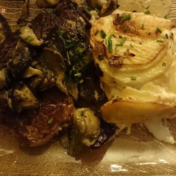 Filet de boeuf sauce au poivre maison et gratin dauphinois #LePicotin #Restaurant #Paris # ...