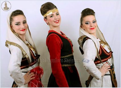 Albanian girls in Traditional costumes