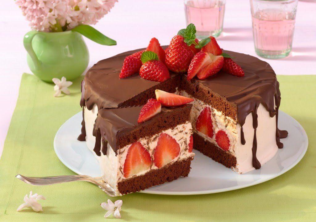 Erdbeer Stracciatella Torte Rezept Für Die Köstliche Sommertorte Bildderfrau De Rezept Kuchen Und Torten Kuchen Und Torten Rezepte Kuchen Rezepte Einfach
