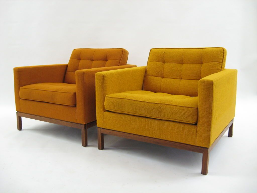Pair of Florence Knoll lounge chairs with uncommon wood bases image 3