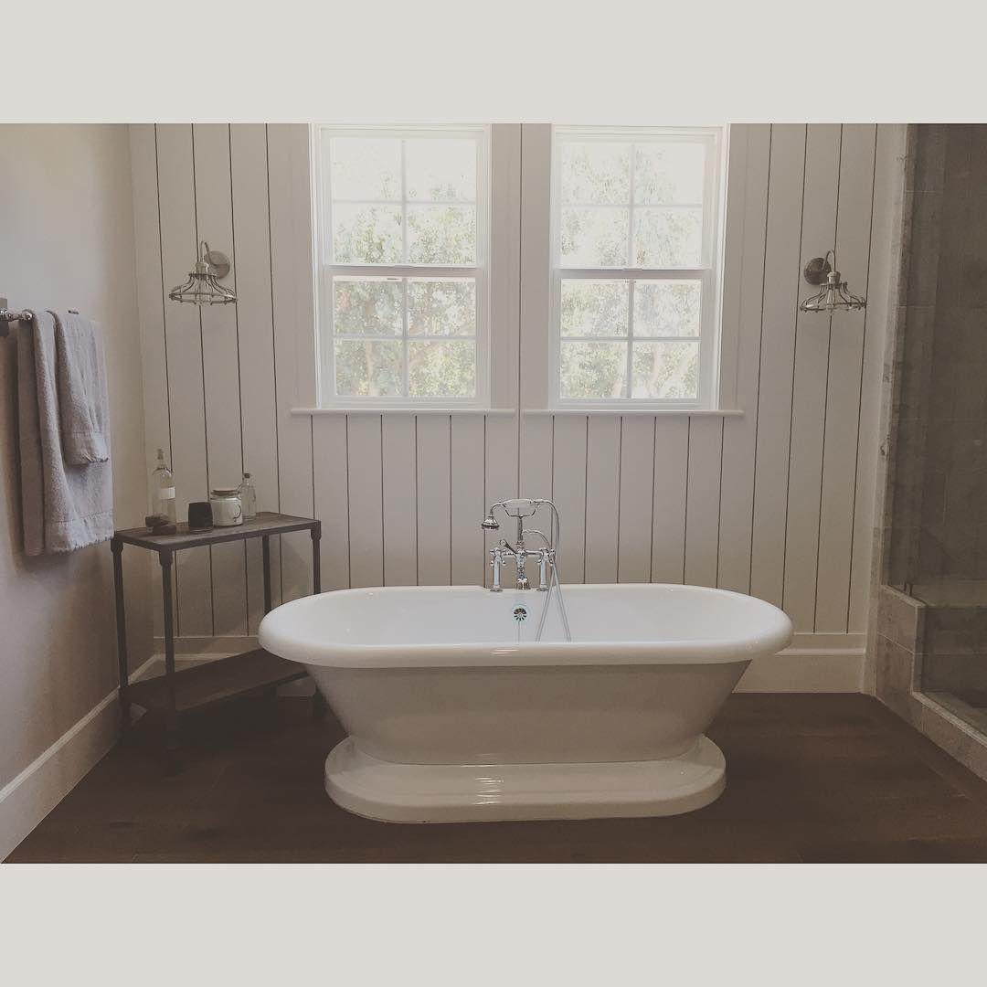 simple bathroom colors & style