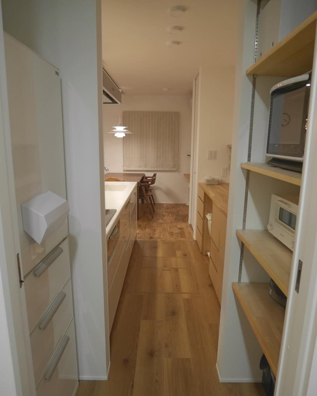 脱衣所からの眺め 家電収納棚 脱衣所の引き戸を開けると すぐに