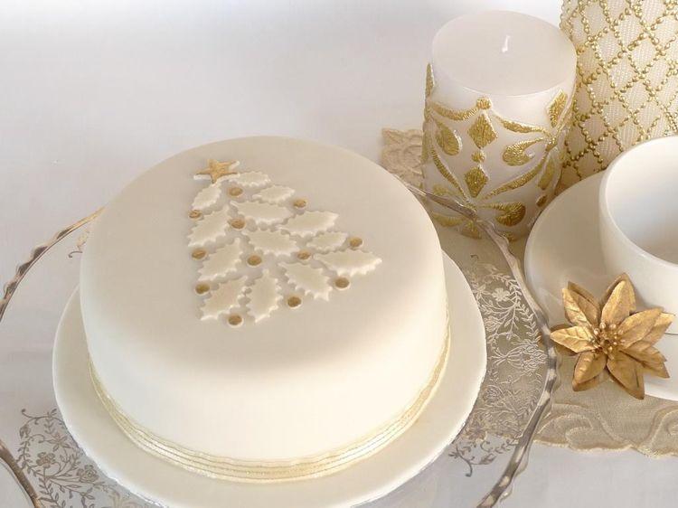 kuchen weihnachten dekorieren minimalistisch elegant weiss fondant ...