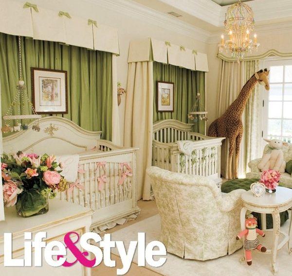 Chambre Jumeaux: Baby Room. Looks Like The Giant Giraffe Khloe Kardashian