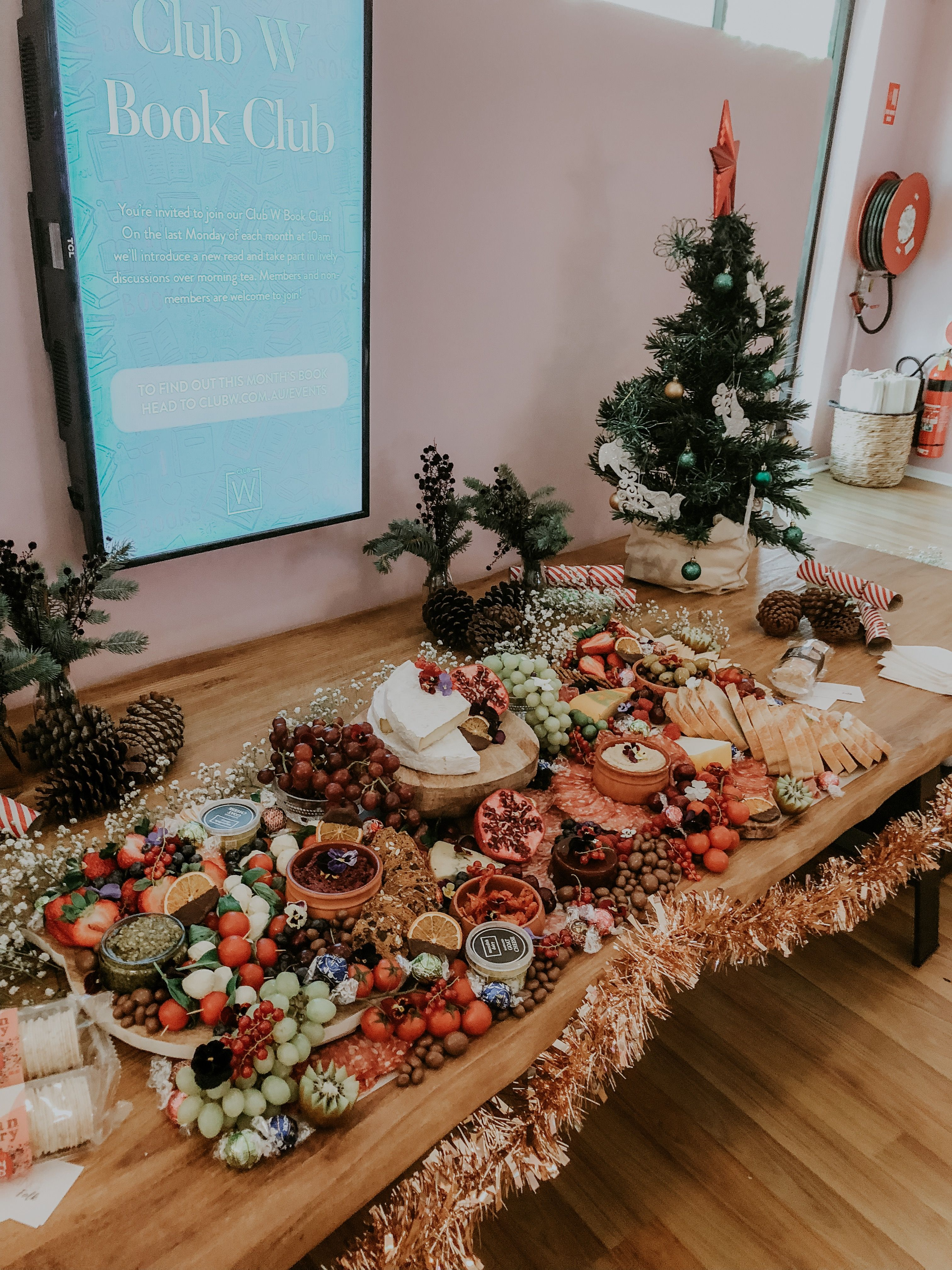 Buffet On Christmas Day 2020 Pin by Beatriceemanuela on Food and drink in 2020 | Christmas