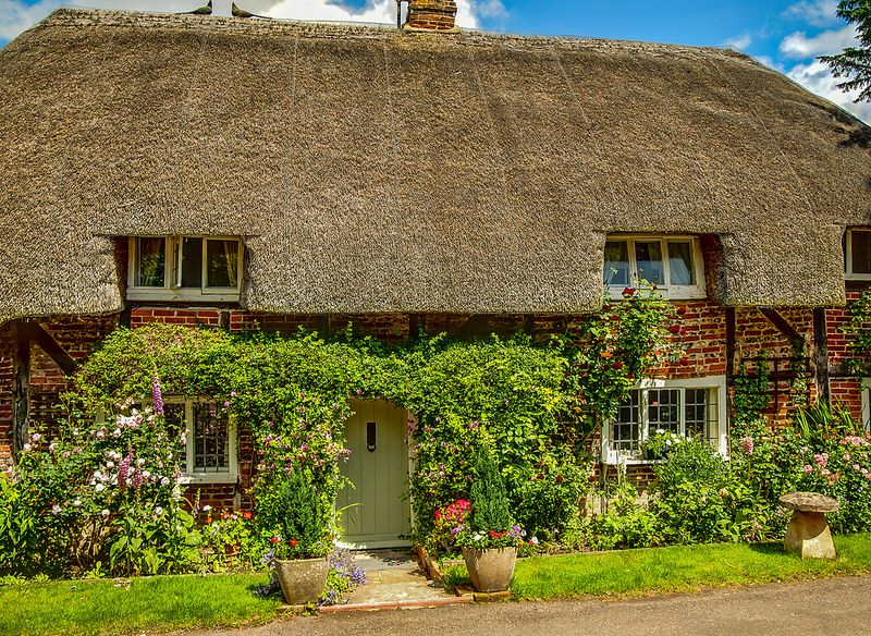 A Thatched Cottage In Nether Wallop Hampshire Thatched Cottage England Houses English Cottage Garden