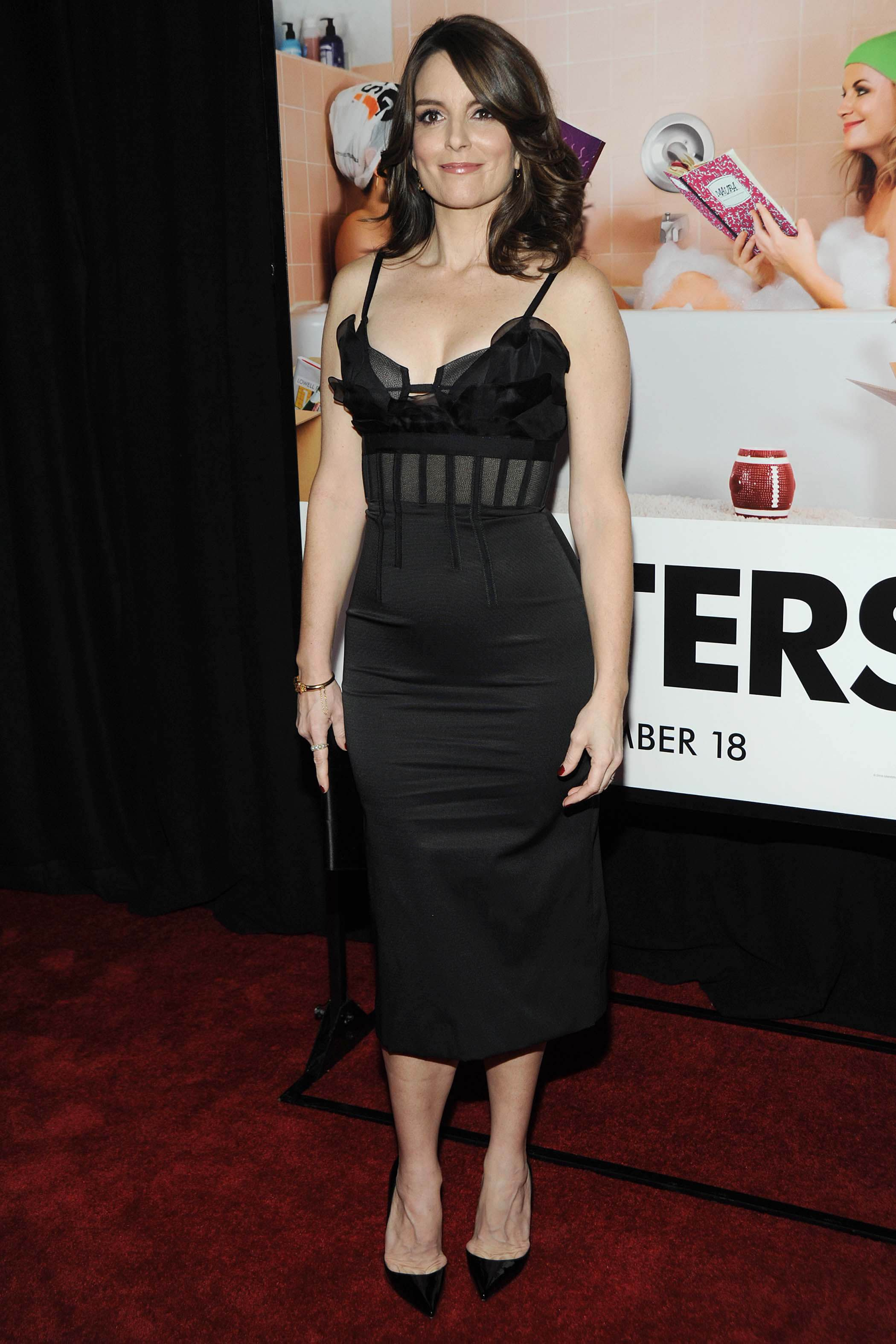 Tina Fey attends the 'Sisters' world premiere at Ziegfeld Theater on December 8, 2015 New York City.