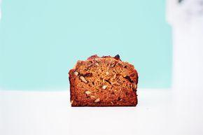 Deze cake is geïnspireerd op onze 'Carrot-cake' uit ons Havermoutje kookboek. Dit is een simpele variant om je dag in te knallen! Super goed gevuld met allerlei heerlijke en gezonde ing…