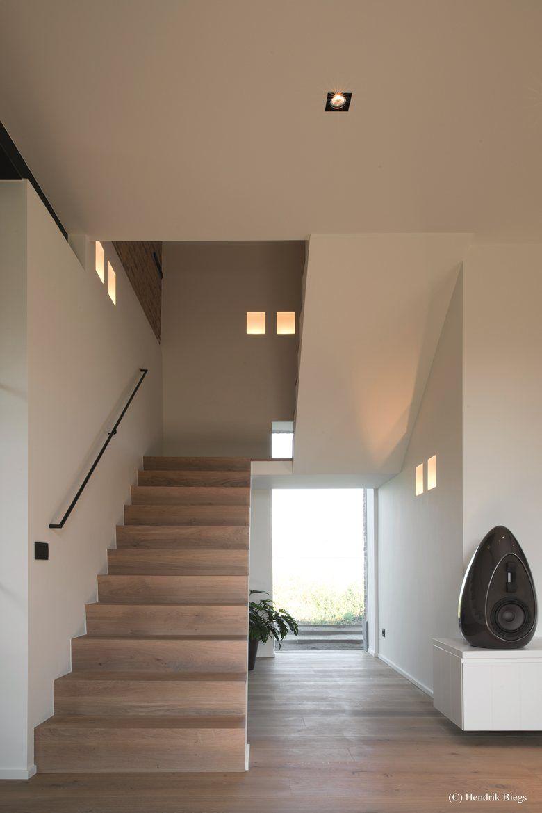 Eclairage D Une Cage D Escalier Avec Des Encastres En Platre