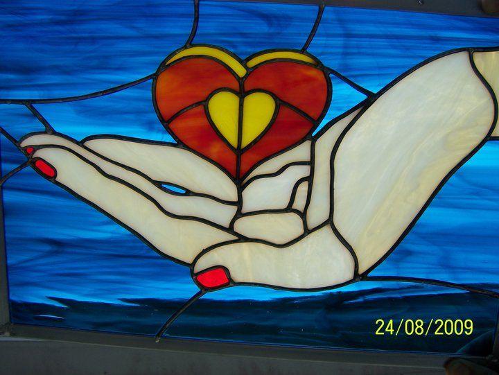 Coeur sur la main heart in hand designed by manon cayer
