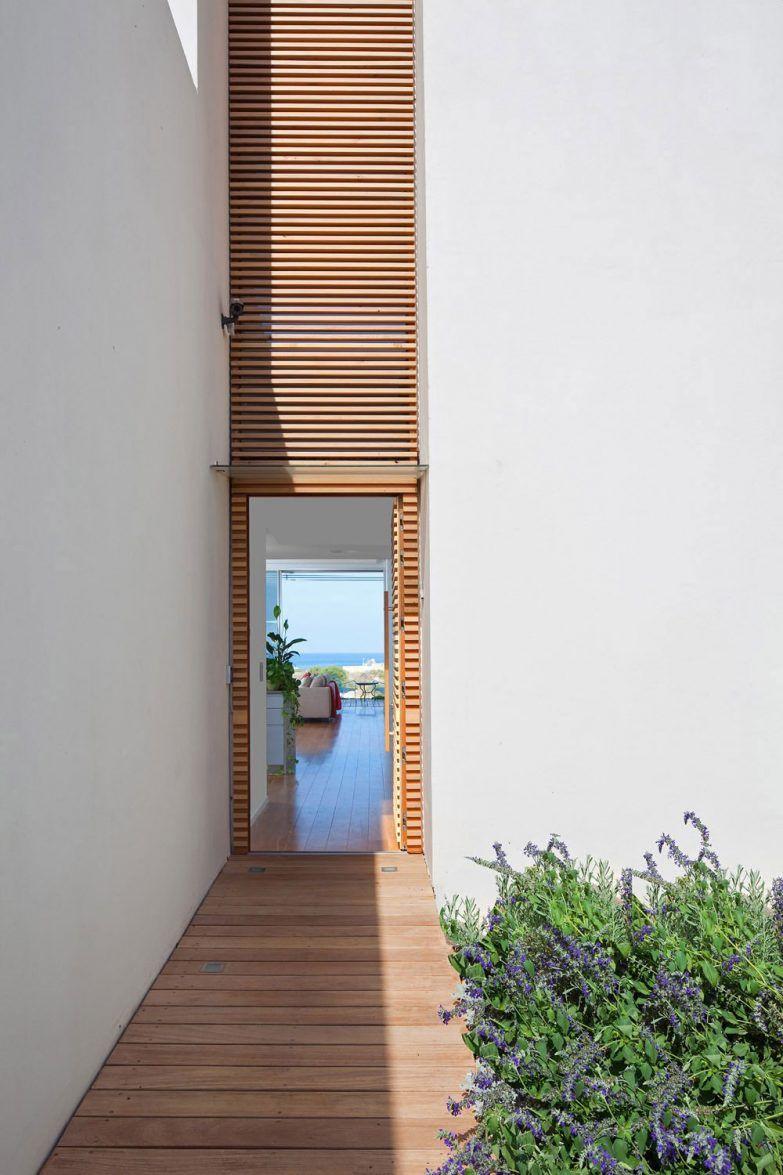 Architecture Corridor Small Modern Minimalist House Design With - Porte placard coulissante jumelé avec portes sécurisées
