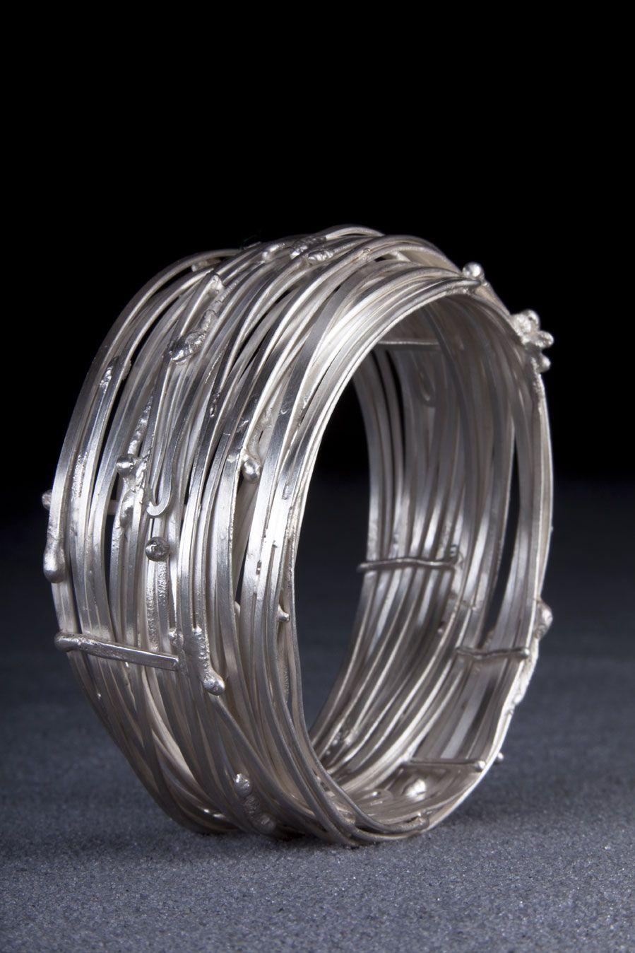 Bracelet Nid, argent satiné, pièce unique de Laurence