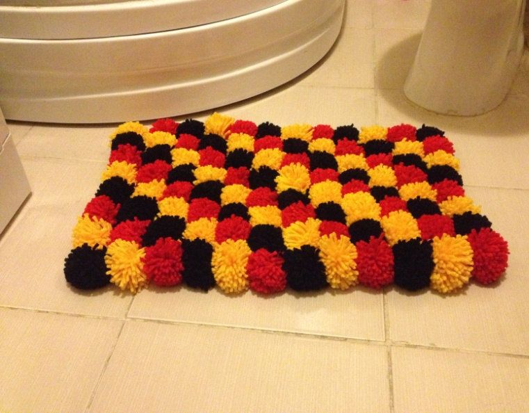 6 Easy Diy Bathroom Rugs Everyone Loves Taking Care Of Their Homes Little Details But There Are Few People Red Bathroom Rugs Carpet Handmade Bathroom Rugs