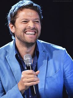 Twitter Check out this grin!! I can see so many of his teeth, that I see his Wisdom teeth, lol He's so adorable being 'cheesy'!!