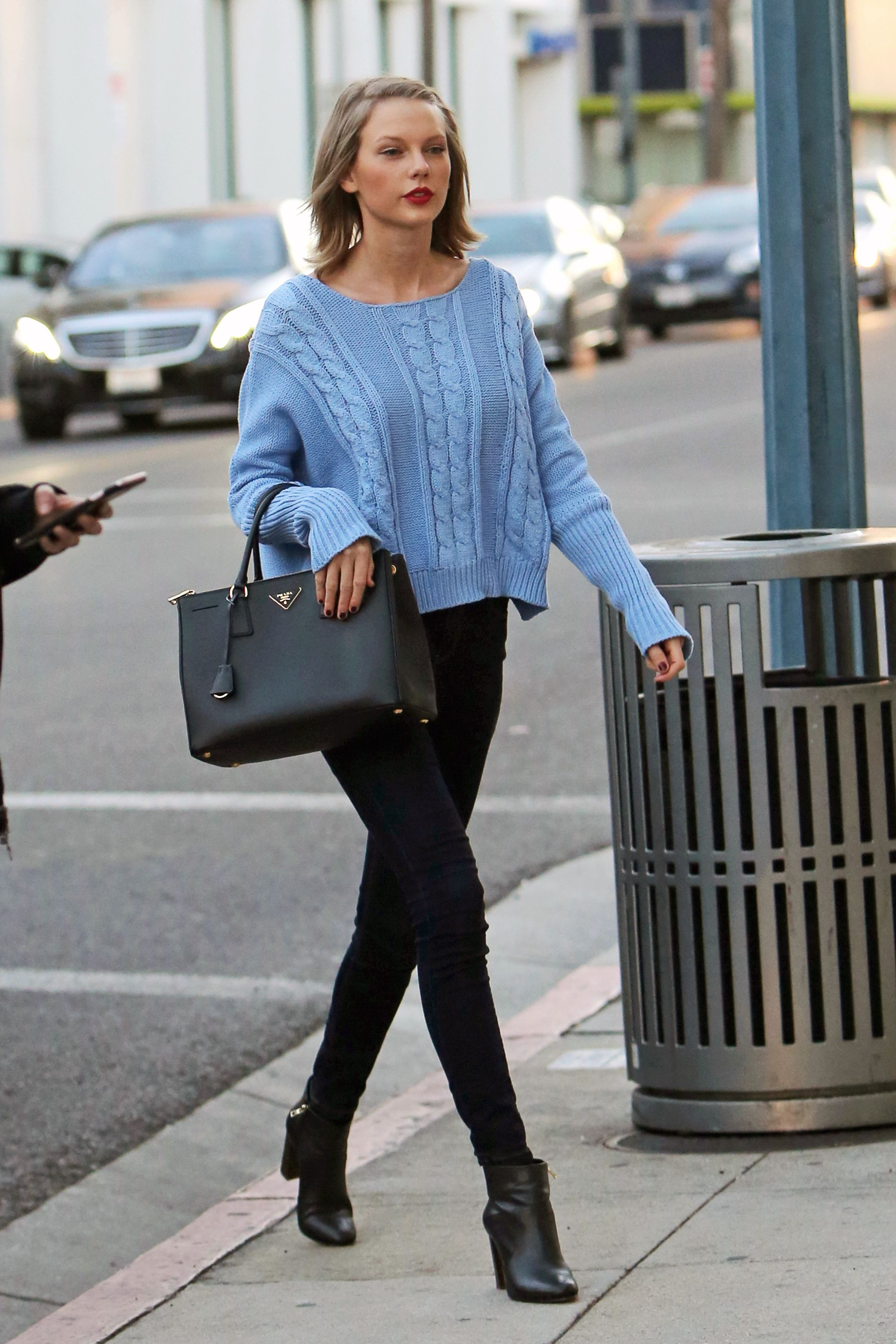 Fashion week Swift taylor piles preppy new york for lady