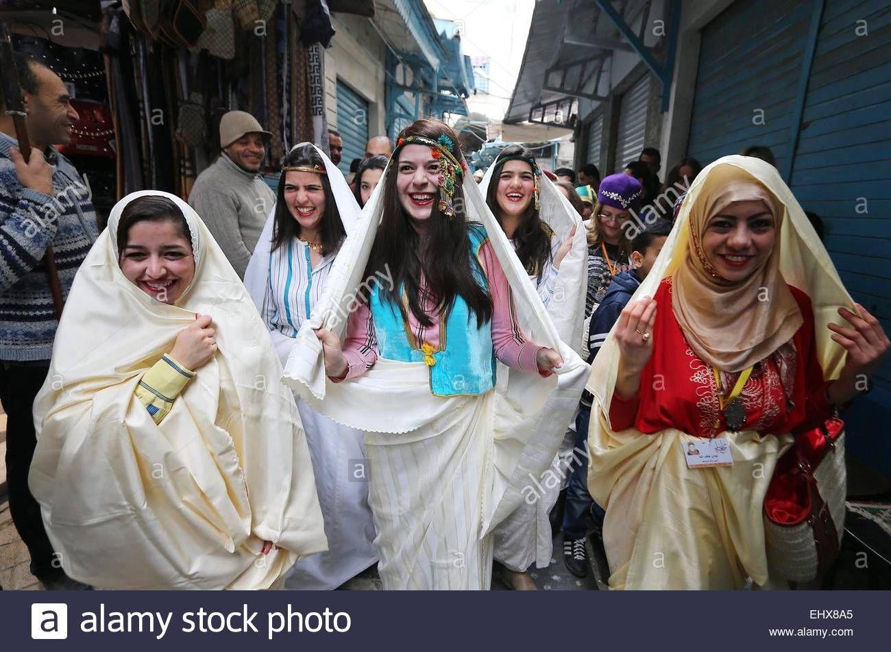 Traditional tunisian wedding dress  Epa Tunisian Women Wear Traditional Veils Called usefseri