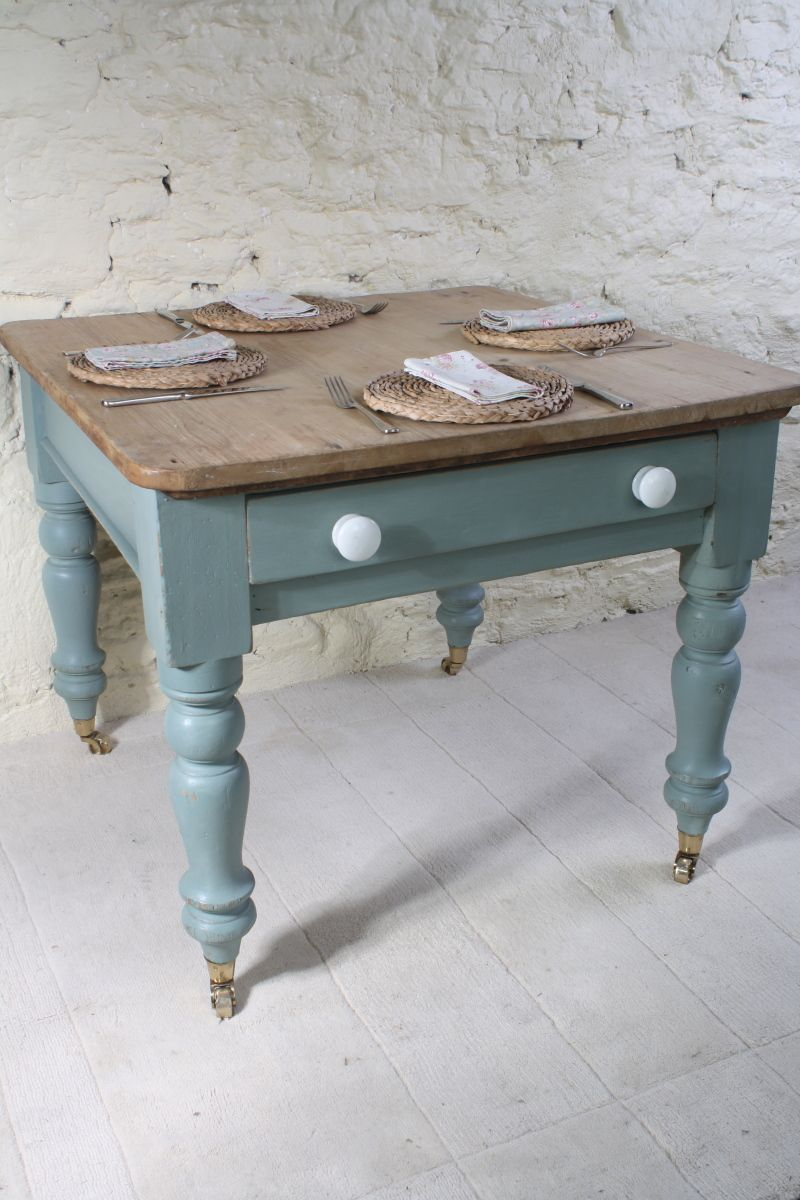 Lovely table from katiebonas.com in the Cotswolds