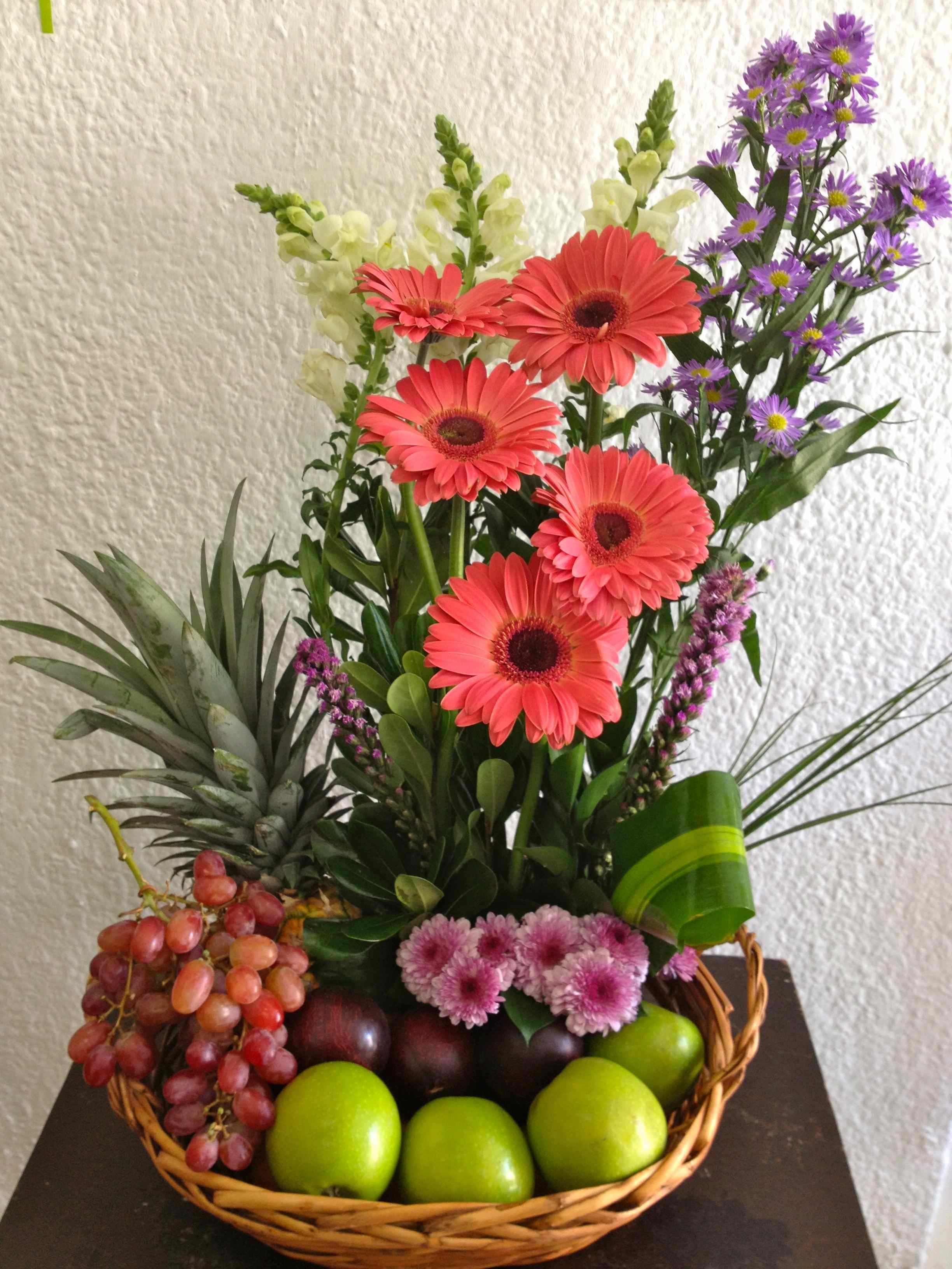 Arreglos florales con frutas pesquisa google arreglos for Centros de mesa con frutas