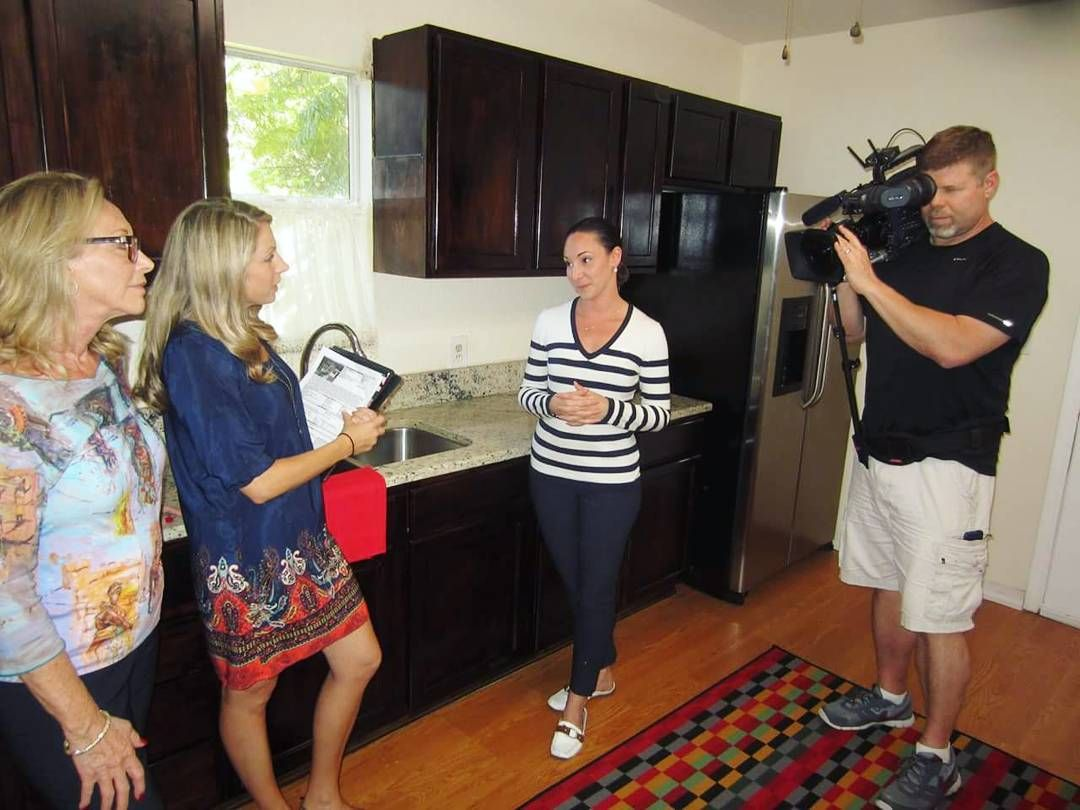 Catch an all-NEW episode of #HouseHunters tonight on HGTV at 10pm | 9c! A single women is looking for a #Tampa #bungalow and somewhere she can grow her own food. #BehindTheScenes #PieTownTV