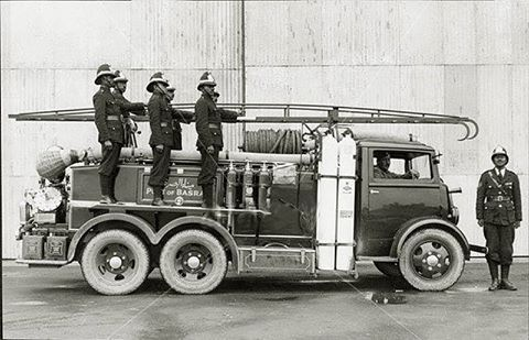 سيارة الأطفاء الخاصة بموانيء البصرة عام 1947 Iraq Historical Pictures Mesopotamia