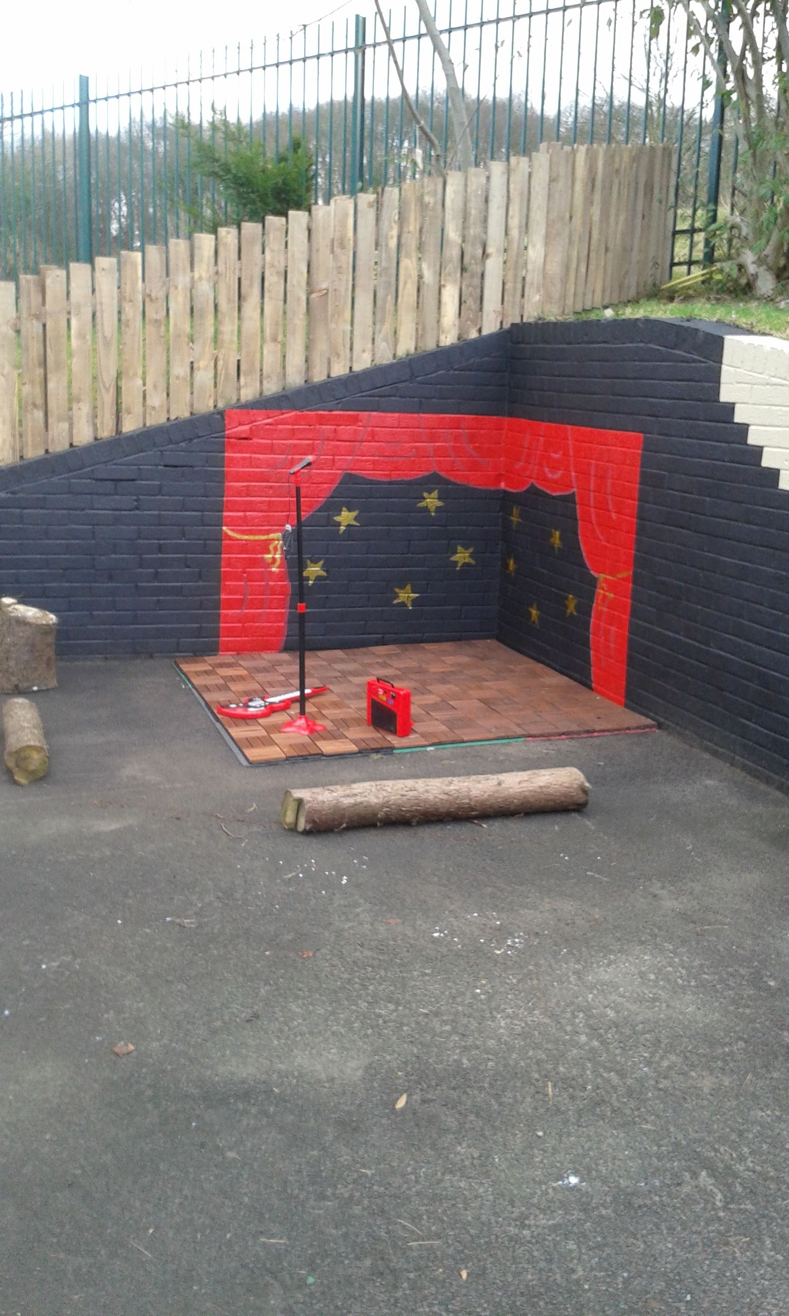 Dramatic play area outside, in closed by two walls. Change