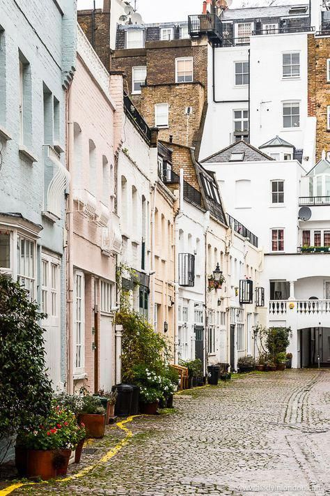A row of pretty pastel houses in a South Kensington mews street in London. #houses #mews #london #southkensington #TopThingsToDoInLondon
