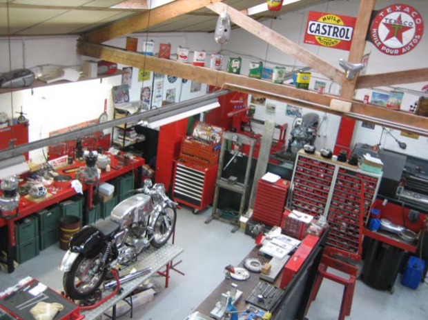 Machines et moteurs atelier boutiques motards for Amenagement garage moto