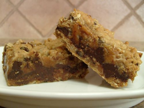 Chocolate Chip, Oats 'n Caramel Cookie Squares on http://www.frugallivingandhavingfun.com