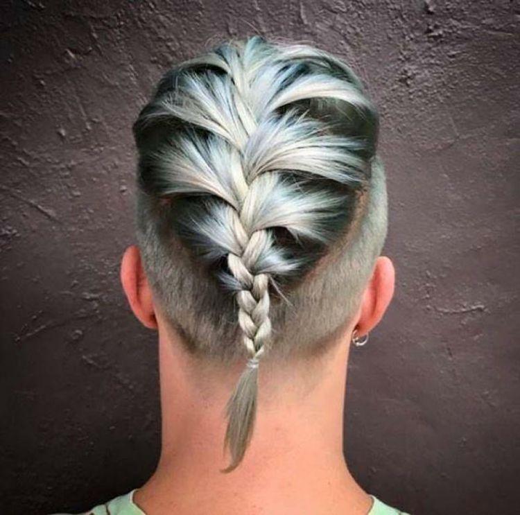 Flechtfrisuren Fur Manner Mannerzopf Liegt Voll Im Trend Fur 2018 Blonde Jaredleto Seitenprofil Braid Geflochtene Frisuren Flechtfrisuren Viking Frisur