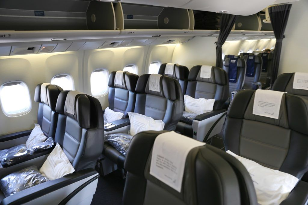 What It S Like To Fly Icelandair Business Class Business Class European Airlines What Is Like