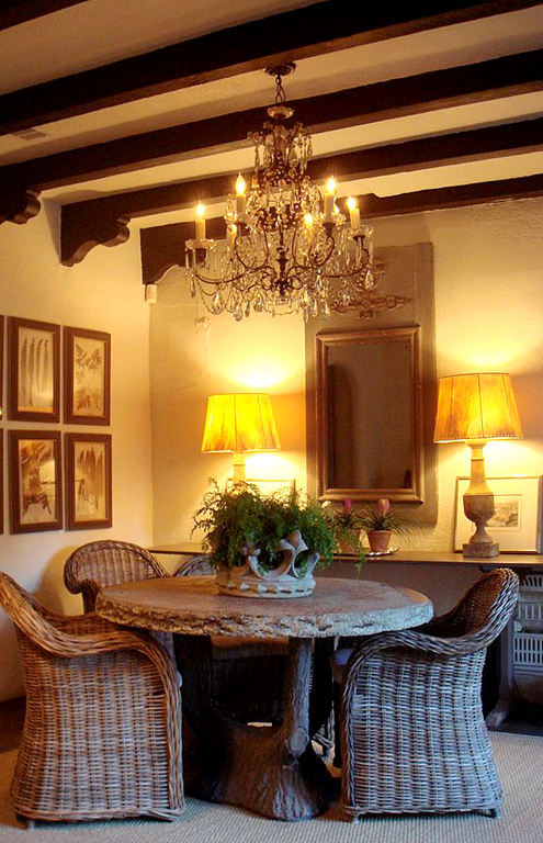 ✣ French Country Farmhouse ✣ dining room with wicker chairs