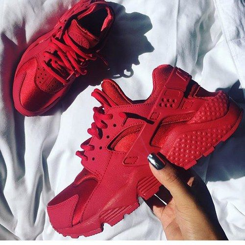 hot sale online 648a6 442ba Red Hurraches✨   To see more follow  Kiki Slim Zapatillas Nike Huarache,  Nike