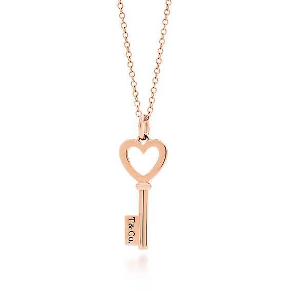 30a42b457947 Colgante estilo llave con corazón Llaves Tiffany de oro rosa de 18k