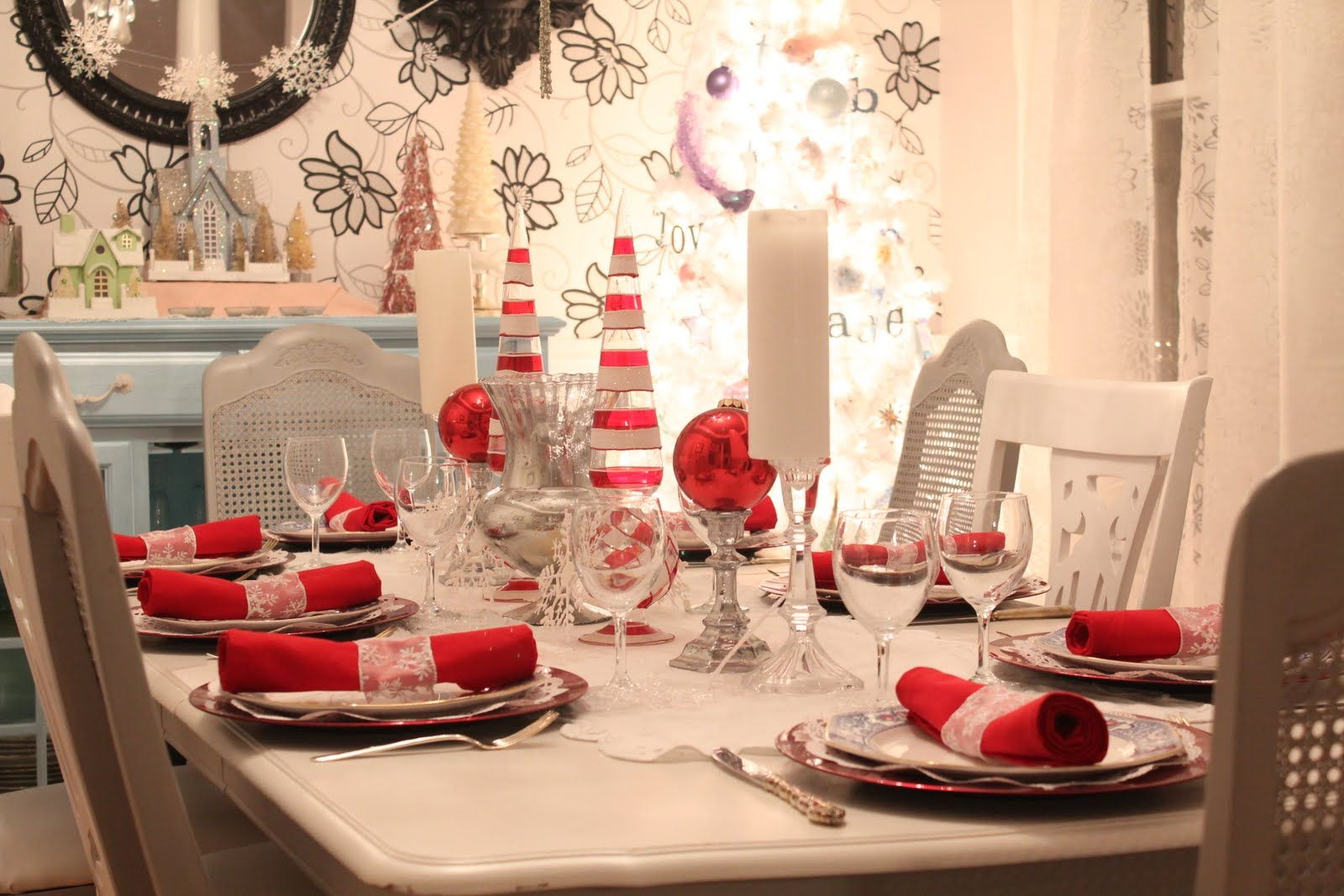 christmas table scapes | Momma T's Place: Christmas Tablescape 2011