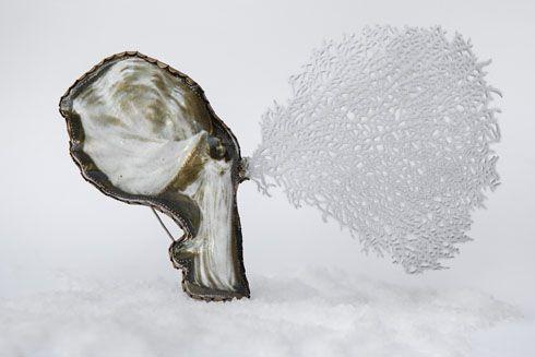Galerie-Marzee-GraduateShow2014-   Noga Harel - Bezalel Academy of Arts and Design, Jerusalem, Israel Possibly an Angel, 2014, brooch, brass, copper, steel wire, 160 x 105 x 30 mm
