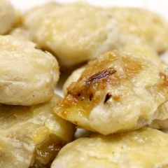 Turkey Empandas: wrap your thanksgiving leftovers in puff pastry for a snack or meal #turkeyleftovers #thanksgiving #leftovers