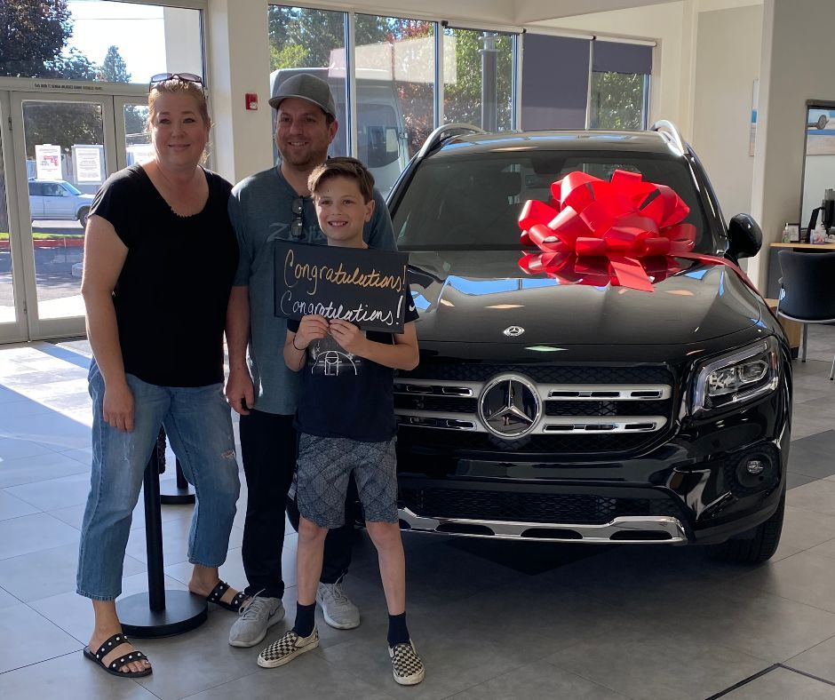Jeffrey And Geneva Johnson Our Compliments On Finding Such A Beautiful New 2020 Mercedes Benz Glb 250 With A Little Mercedes Benz New Mercedes Car Dealership