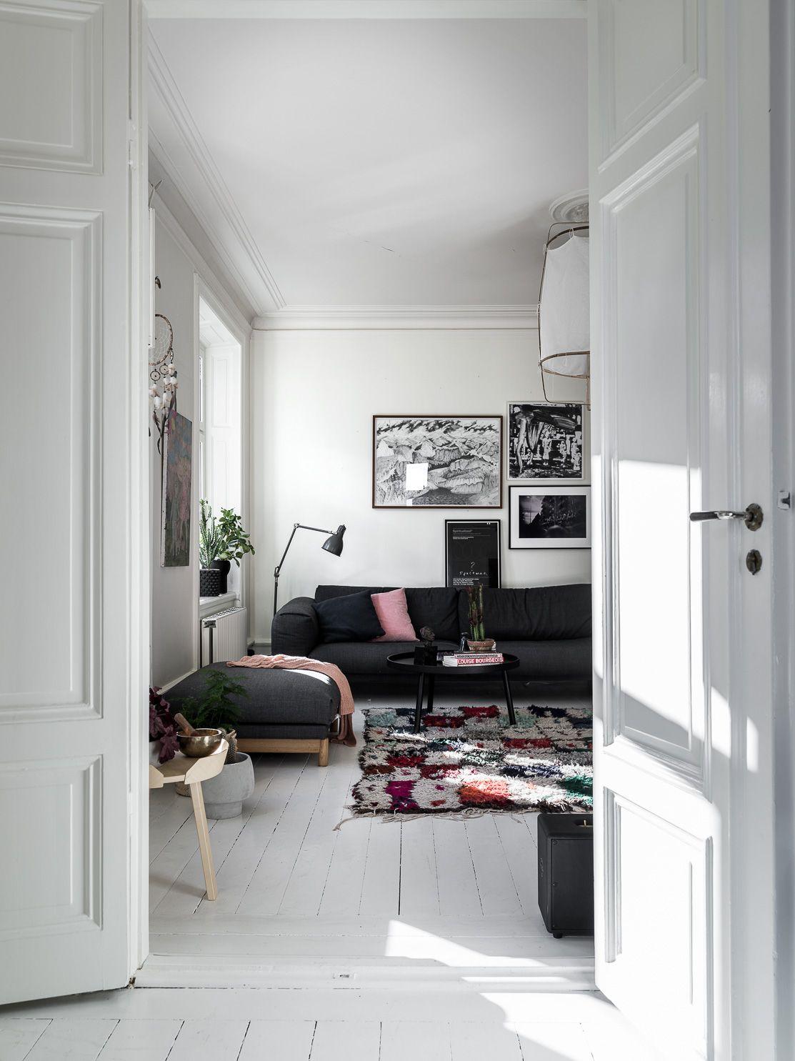 Kleurrijke witte woonkamer | Interiors, Living rooms and Room