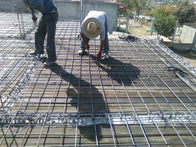 Armado del refuerzo de una losa de concreto con varilla for Losa techo