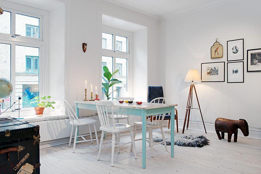 Salle à manger avec table aux pieds bleu pastel Home inspiration