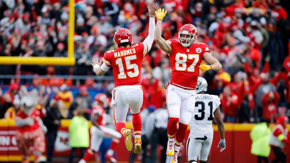 Chiefs Te Travis Kelce On Catching Patrick Mahomes No Look Passes And Fueling With French Toast Kansas City Chiefs Football Kc Chiefs Football Chiefs Football